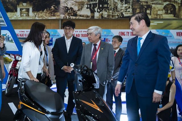Giới thiệu xe máy điện thông minh kết nối với smartphone tại triển lãm VCCA 2019 - 2