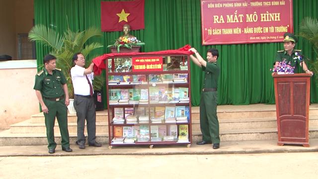 Tủ sách cho học sinh nghèo của người lính quân hàm xanh - 1