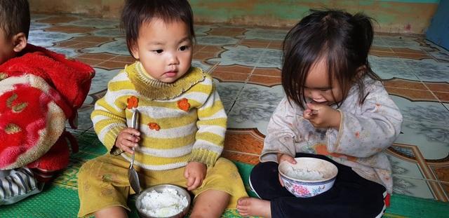 Hai cô giáo hy sinh tuổi xuân để làm mẹ của 17 đứa trẻ H'Mông - 8