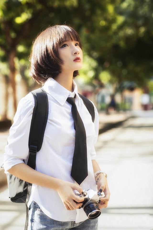 Mang phong cách tomboy, nữ sinh 17 tuổi vẫn đẹp tựa búp bê - 7