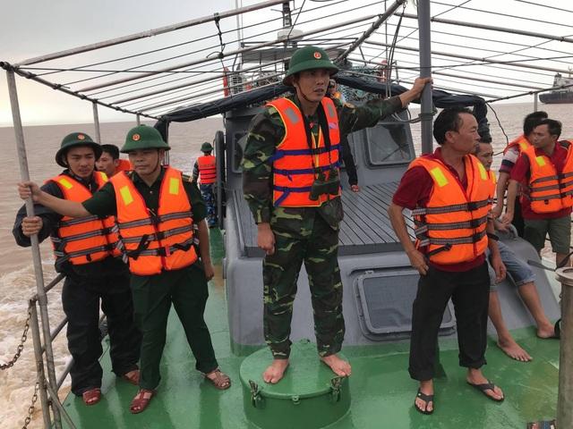 Vụ chìm tàu cá khiến nhiều người mất tích: 4 ngư dân được cứu sống - 1