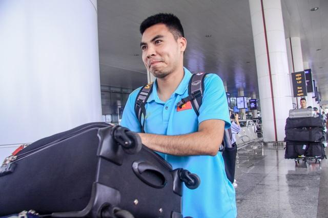 Đội tuyển Việt Nam về nước, Tuấn Anh bị vây kín tại sân bay Nội Bài - 7