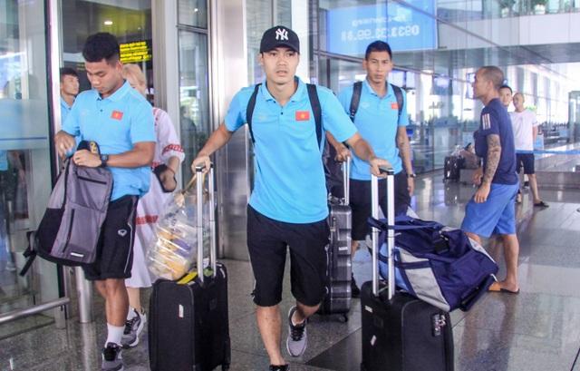 Đội tuyển Việt Nam về nước, Tuấn Anh bị vây kín tại sân bay Nội Bài - 1