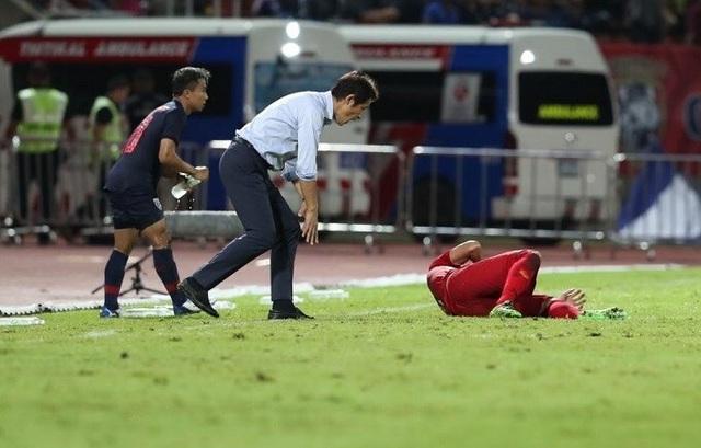 HLV Akira Nishino mất điểm khi ứng xử không đẹp ở trận gặp tuyển Việt Nam - 1