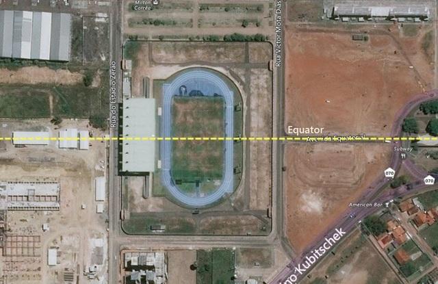 Sân vận động đặc biệt nhất thế giới nằm trên cả hai bán cầu - 2