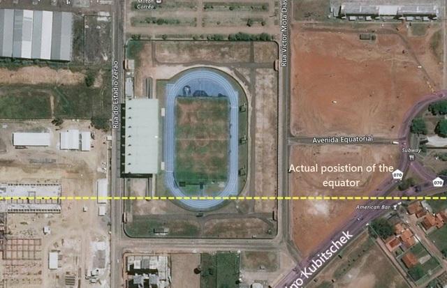 Sân vận động đặc biệt nhất thế giới nằm trên cả hai bán cầu - 3