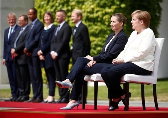 Thủ tướng Đức ngồi ghế trong lễ đón tại Trung Quốc sau 3 lần run rẩy - 3