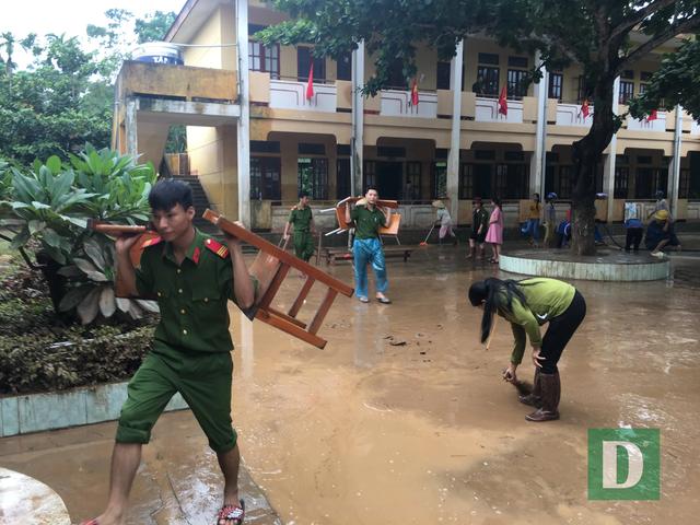 Trường học vùng lũ căng mình khắc phục hậu quả để ổn định giảng dạy - 4