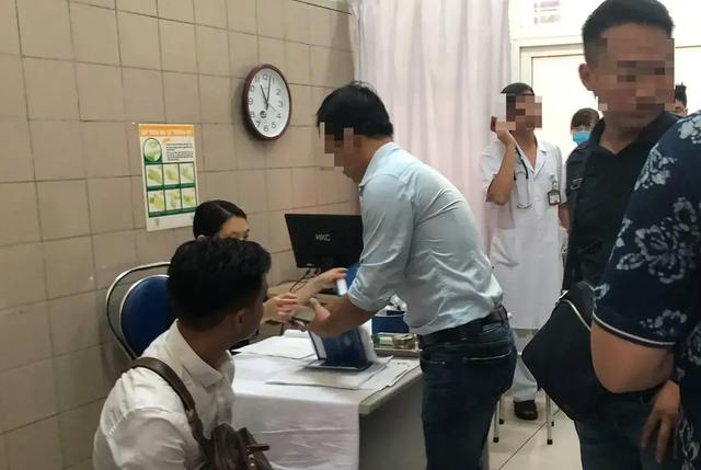 4 đoàn bác sĩ khám sức khỏe miễn phí cho người dân sống gần Công ty Rạng Đông - 1