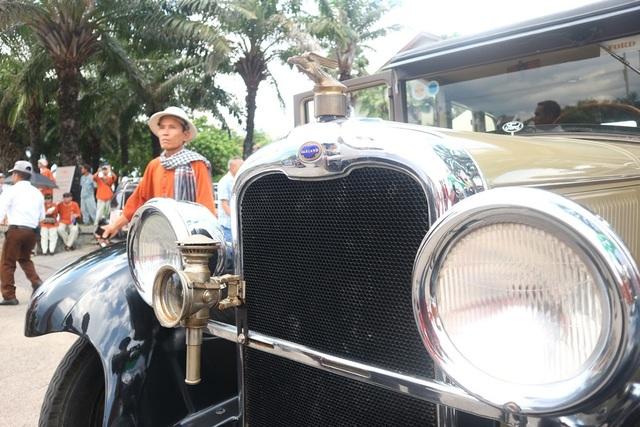 Xe cổ diễu hành ở Hội An 2019