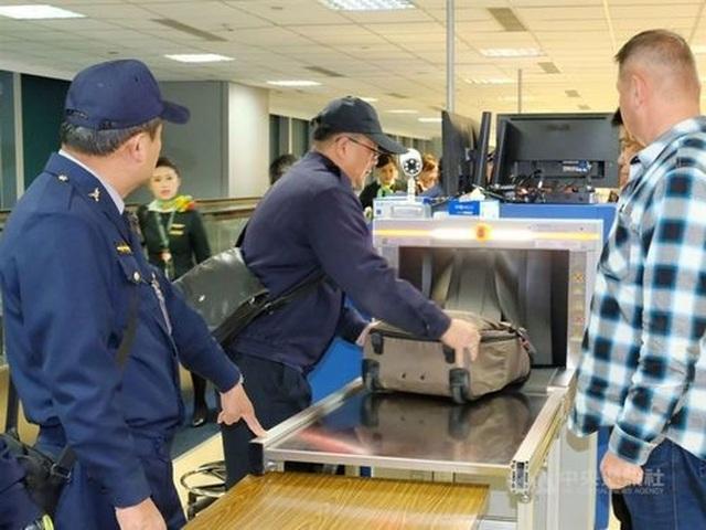 Hành khách nhận phạt gần 150 triệu đồng khi mang theo bánh trung thu nhân thịt lợn - 2
