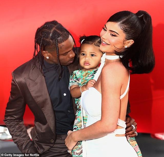 """""""Tỷ phú trẻ nhất thế giới"""" Kylie Jenner tâm sự bị các chị gái """"làm khó"""" - 2"""