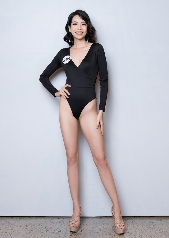 Thúy Vân cùng dàn thí sinh Hoa hậu Hoàn vũ Việt Nam gợi cảm với bikini - 16