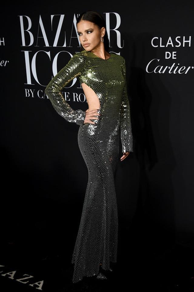 Alessandra Ambrosio diện váy xẻ tứ bề - 27