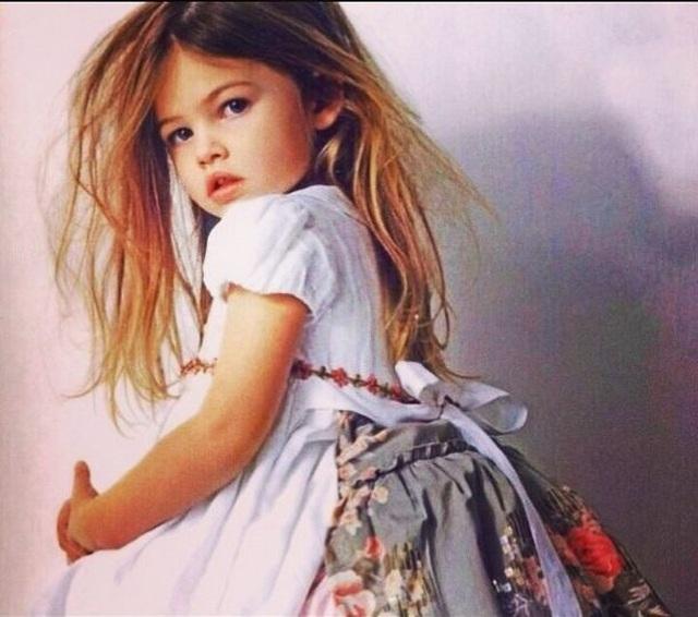 Cô bé đẹp nhất thế giới Thylane Blondeau tình tứ hôn bạn trai - 7