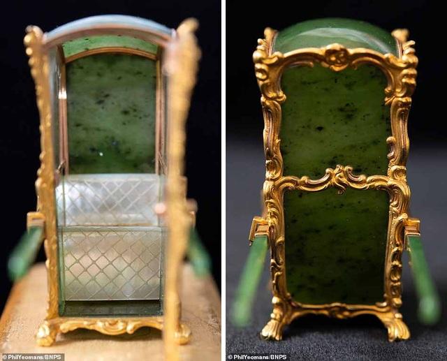 Vẻ đẹp của chiếc kiệu nhỏ xíu được làm từ vàng và ngọc - 3