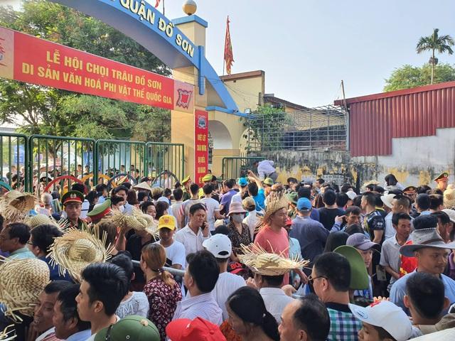 Biển người đổ về Lễ hội chọi trâu Đồ Sơn 2019 - 1
