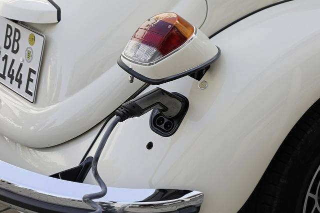 """""""Bọ cánh cứng"""" Beetle tái xuất dưới dạng xe chạy điện - 16"""