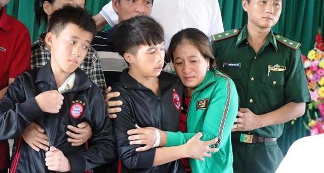 Em gái đau đớn rồi tử vong khi biết tin anh trai mất tích trên biển - 2