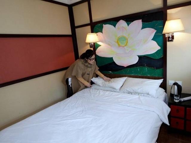 Cô gái xinh đẹp chuyên sống thử trong khách sạn... kiếm tiền - 6