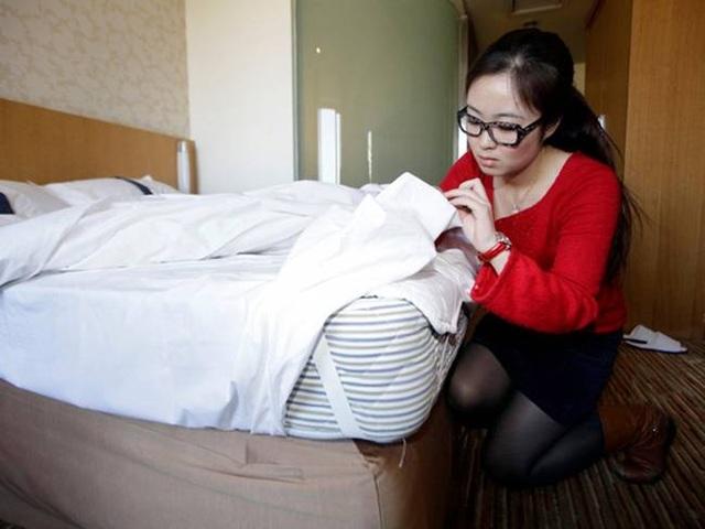 Cô gái xinh đẹp chuyên sống thử trong khách sạn... kiếm tiền - 8