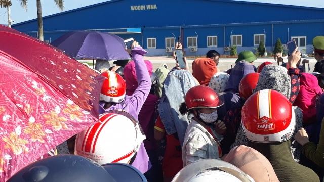 Nghệ An: Gần 1.000 công nhân nhà máy may Wooin Vina đình công - 2