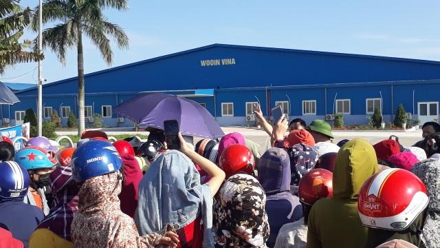 Nghệ An: Gần 1.000 công nhân nhà máy may Wooin Vina đình công - 1