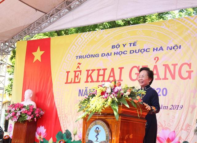 Dạ Hương tiếp tục trao học bổng Chung sức cùng nữ thầy thuốc tương lai cho nữ sinh Y dược - 1