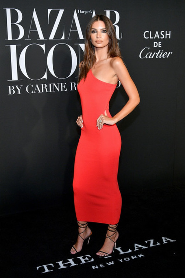 Alessandra Ambrosio diện váy xẻ tứ bề - 14