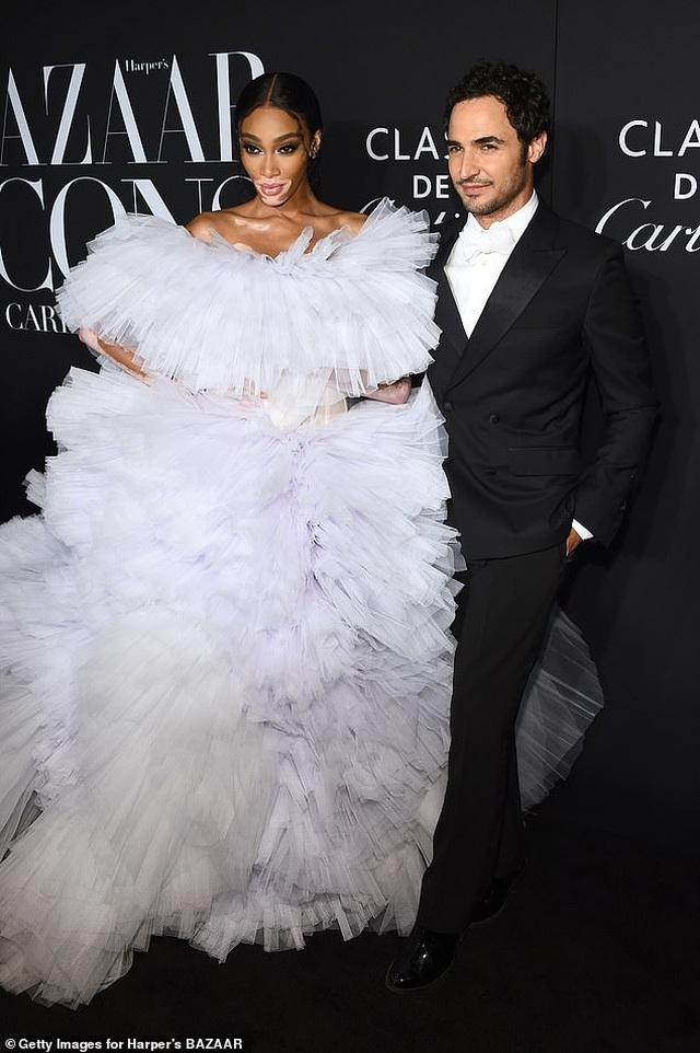 Siêu mẫu bạch biến Winnie Harlow nổi bật tại tuần lễ thời trang New York - 6