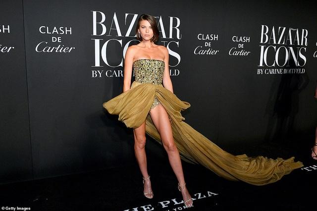 Siêu mẫu bạch biến Winnie Harlow nổi bật tại tuần lễ thời trang New York - 12