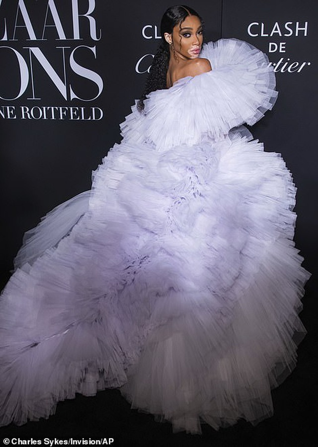 Siêu mẫu bạch biến Winnie Harlow nổi bật tại tuần lễ thời trang New York - 2