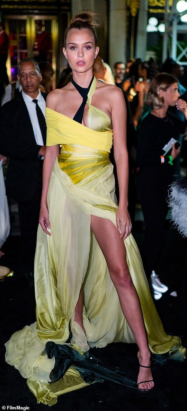 Siêu mẫu bạch biến Winnie Harlow nổi bật tại tuần lễ thời trang New York - 13