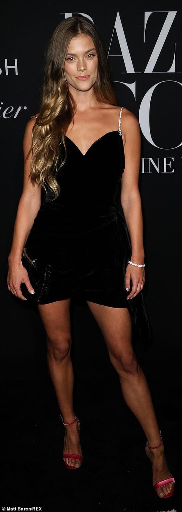 Siêu mẫu bạch biến Winnie Harlow nổi bật tại tuần lễ thời trang New York - 20