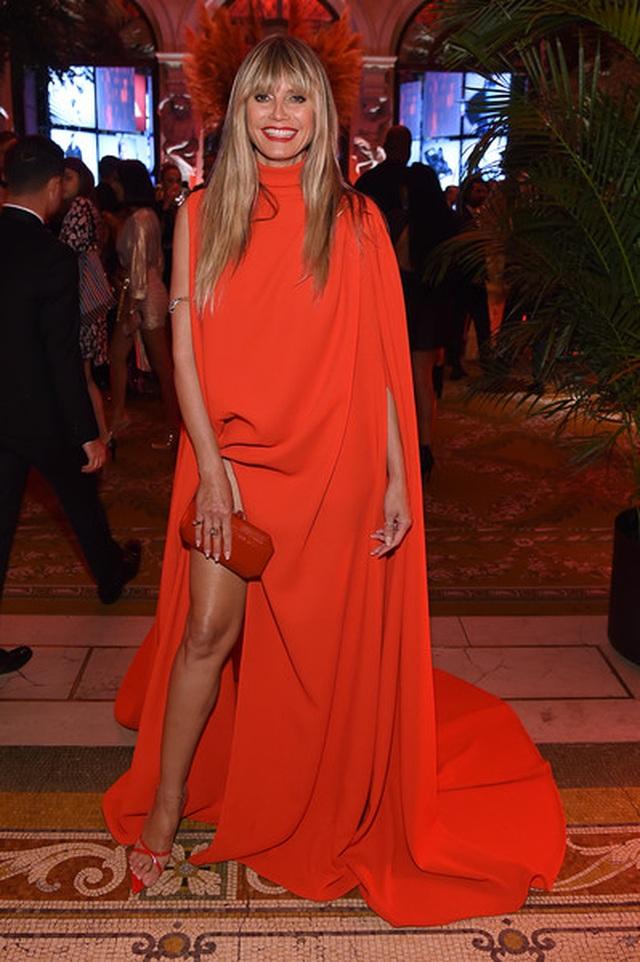 Alessandra Ambrosio diện váy xẻ tứ bề - 9