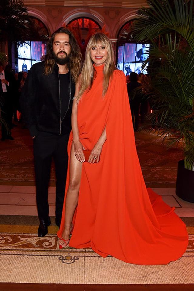 Alessandra Ambrosio diện váy xẻ tứ bề - 8