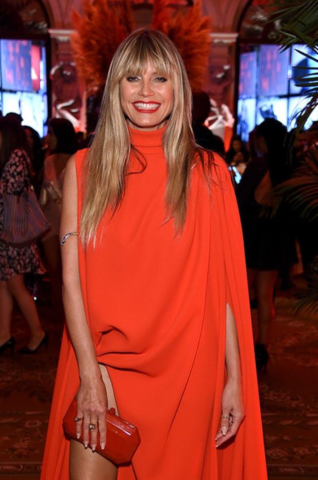 Alessandra Ambrosio diện váy xẻ tứ bề - 6