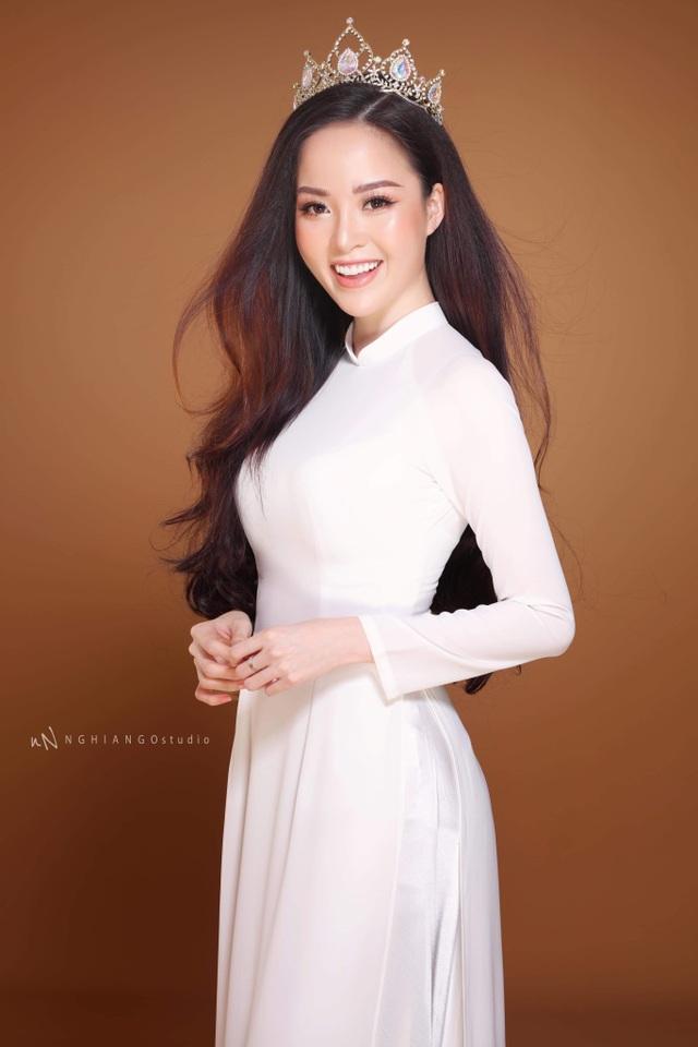 Hoa khôi Vũ Thanh Tú khoe nét duyên dáng trong tà áo trắng - 1