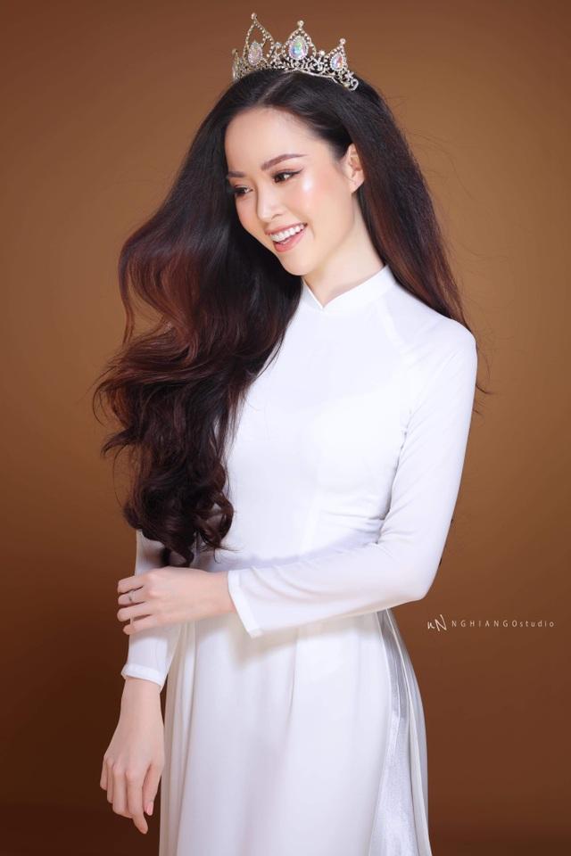 Hoa khôi Vũ Thanh Tú khoe nét duyên dáng trong tà áo trắng - 3