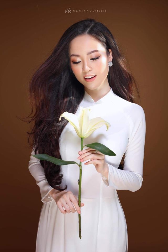 Hoa khôi Vũ Thanh Tú khoe nét duyên dáng trong tà áo trắng - 4