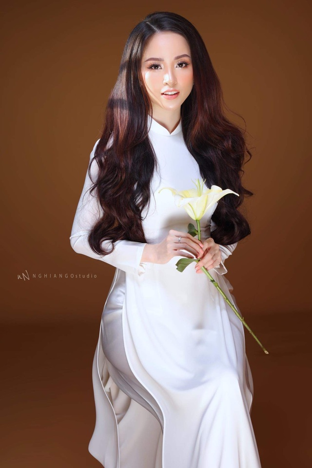 Hoa khôi Vũ Thanh Tú khoe nét duyên dáng trong tà áo trắng - 5