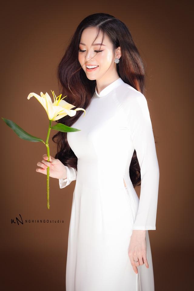Hoa khôi Vũ Thanh Tú khoe nét duyên dáng trong tà áo trắng - 8