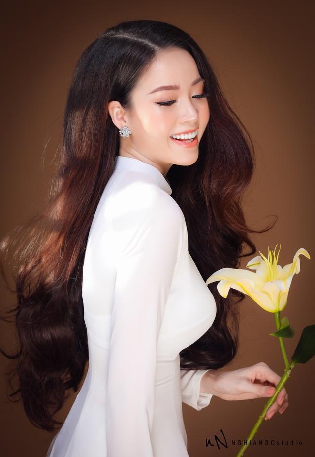 Hoa khôi Vũ Thanh Tú khoe nét duyên dáng trong tà áo trắng - 9