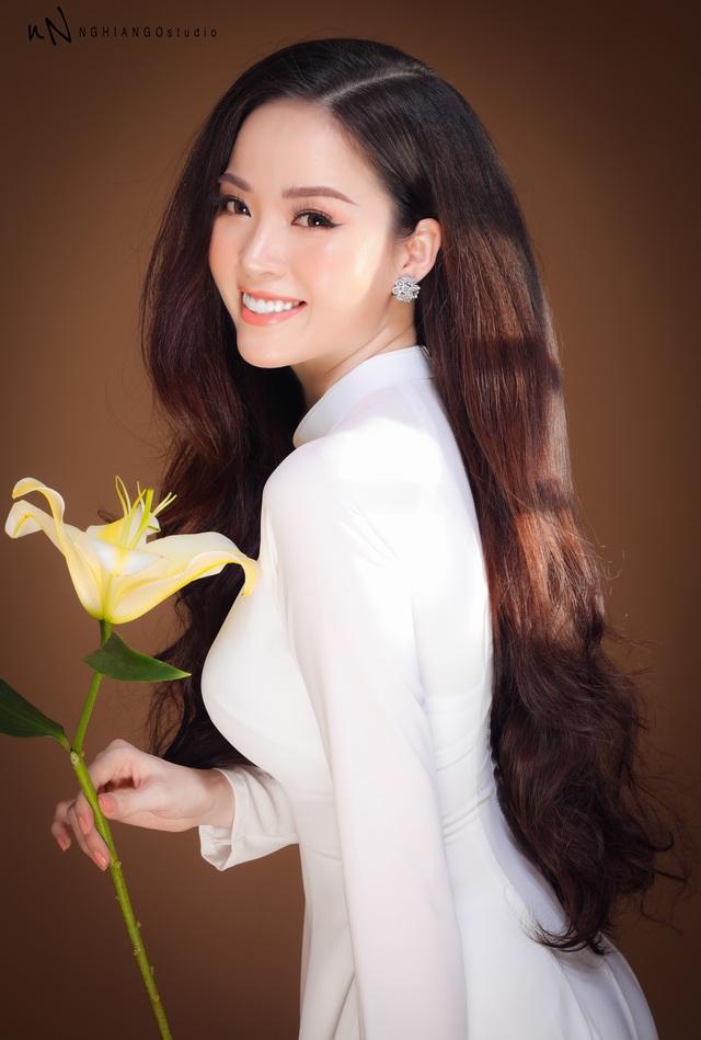 Hoa khôi Vũ Thanh Tú khoe nét duyên dáng trong tà áo trắng - 11
