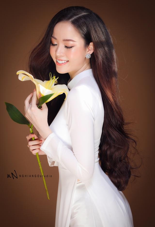 Hoa khôi Vũ Thanh Tú khoe nét duyên dáng trong tà áo trắng - 10