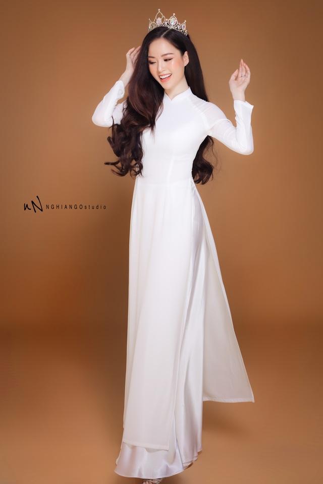 Hoa khôi Vũ Thanh Tú khoe nét duyên dáng trong tà áo trắng - 2