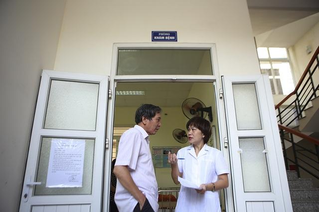 Sau vụ cháy Công ty Rạng Đông: Lo nhiễm độc, người dân ùn ùn đi khám - 5