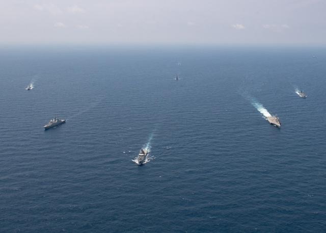 Dàn tàu chiến phô diễn sức mạnh trong diễn tập hàng hải Mỹ - ASEAN - 1