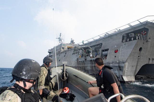 Dàn tàu chiến phô diễn sức mạnh trong diễn tập hàng hải Mỹ - ASEAN - 7