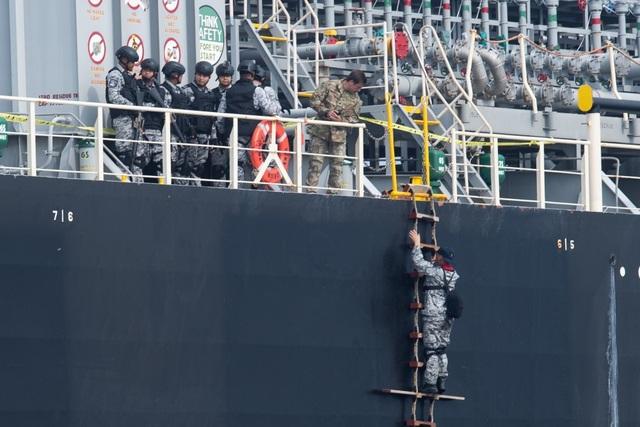 Dàn tàu chiến phô diễn sức mạnh trong diễn tập hàng hải Mỹ - ASEAN - 8